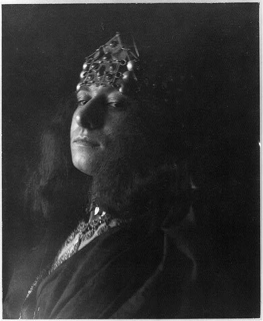 [Young woman in moorish costume with jeweled crown]