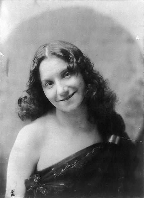 [Yvette Guilbert, head-and-shoulders portrait, facing left]