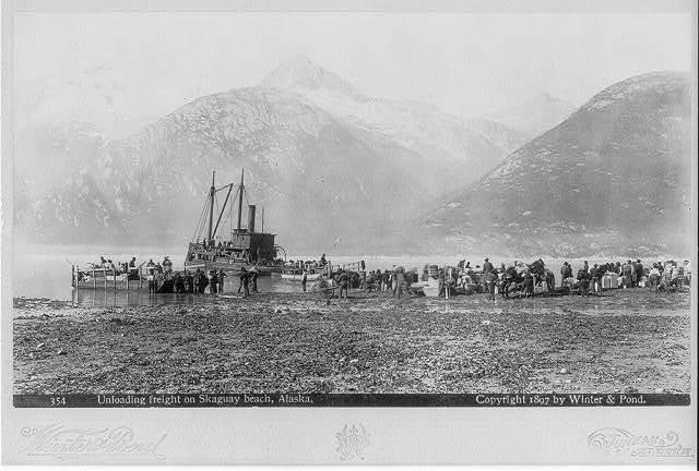 [Alaska - Unloading freight on Skaguay beach]