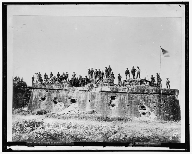 American troops on ramparts at Manila