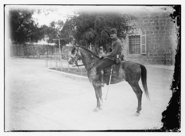 Gen. mil. [i.e., general military]: officer in Am. [i.e., American] Colony yard