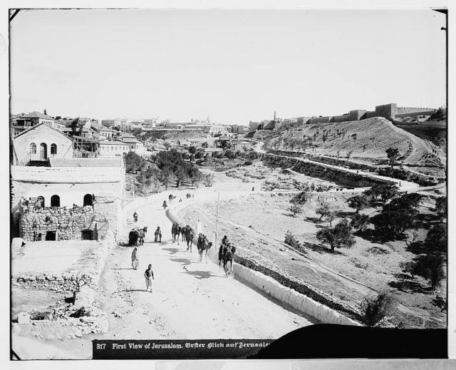 Jerusalem (El-Kouds). First view of Jerusalem from the south / American Colony, Jerusalem.