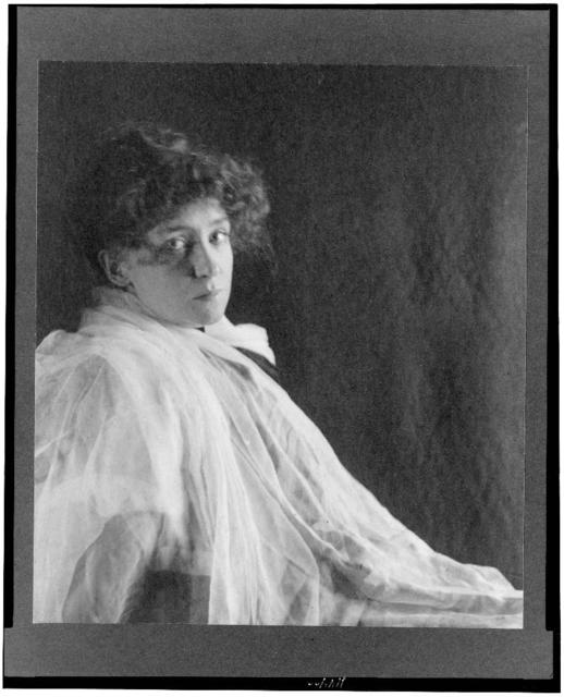 [Minnie Maddern Fiske, half-length portrait, facing right, draped in white chiffon]