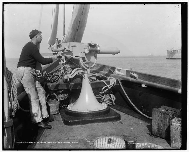 U.S.S. Vixen, Maxim machine gun and gunner Smith