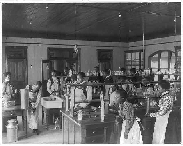 [American Indian and African American students at Hampton Institute, Hampton, Va., 1900(?) - men and women in chemistry lab]