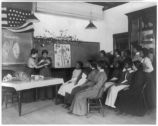 [American Indian and African American students at Hampton Institute, Hampton, Va. 1900(?) - women studying human respiratory system]
