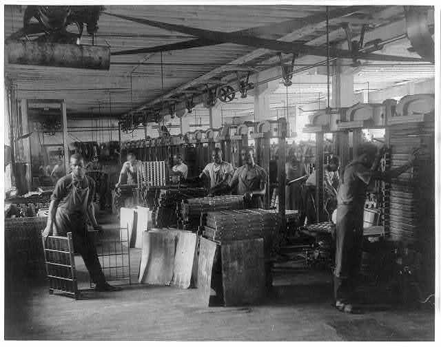 Pot presses at the T. C. Williams & Co., tobacco, Richmond, Virginia