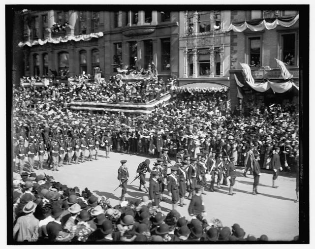 [Sailors and Marines from the fleet, Dewey Land Parade]