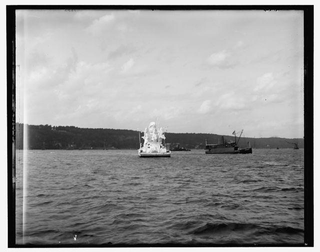 [Victory float, Dewey Naval Parade]