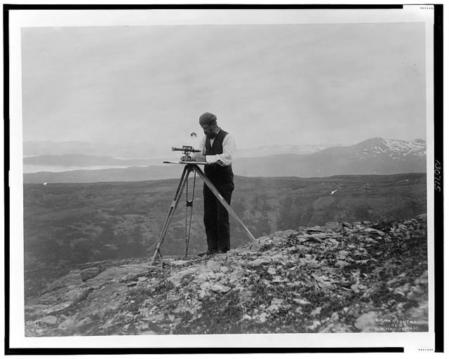 [Surveyor with theodolite(?) in the mountains of Alaska, 1899] / Curtis.