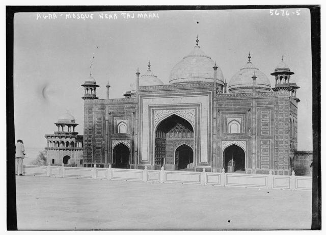 Agra -- Mosque near the Taj Mahal