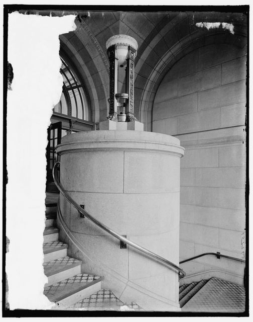 [Alabaster lamps, vestibule, stairs, Chicago & North Western Railway station, Chicago, Ill.]