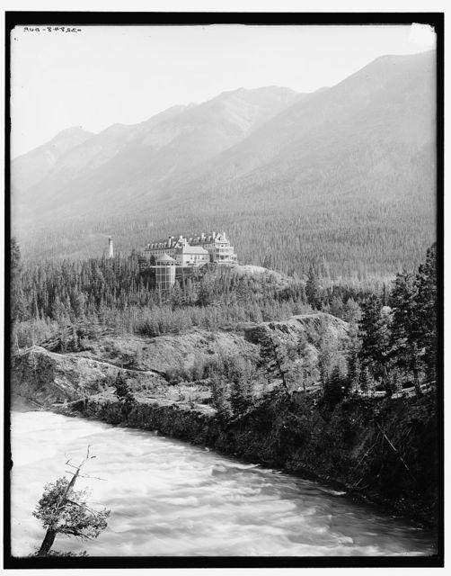 [Alberta, Banff Springs Hotel & Bow River, Canadian National Park, Canada]