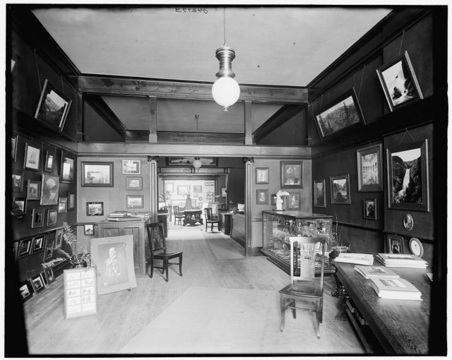 [Art rooms of Detroit Photographic Co., general view, 231 Woodward Ave.