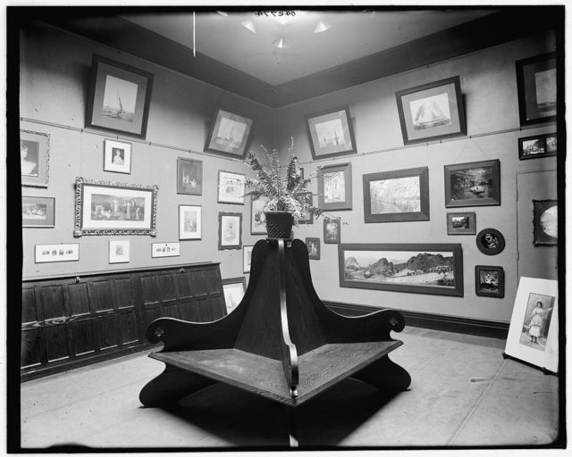 [Art rooms of Detroit Photographic Company, 231 Woodward Avenue, rear rooms]