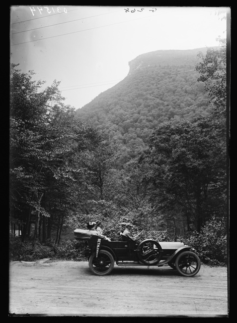 [Automobile in front of Old Man of the Mountain, White Mountains, N.H.]