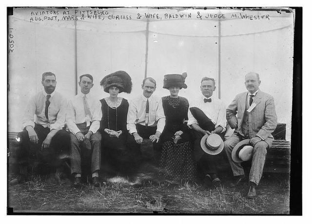 Aviators at Pittsburgh; Aug. Post, Mars and wife, Curiss and wife, Baldwin and Judge M. Wheeler