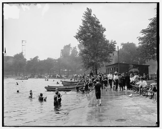 [Bathing hour, Lake Elizabeth, West Park, Pittsburgh, Pa.]