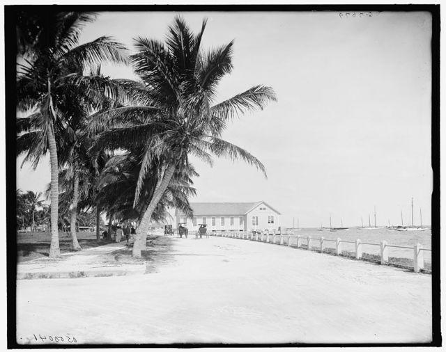 [Bay Shore Road and the fair building, Miami, Fla.]