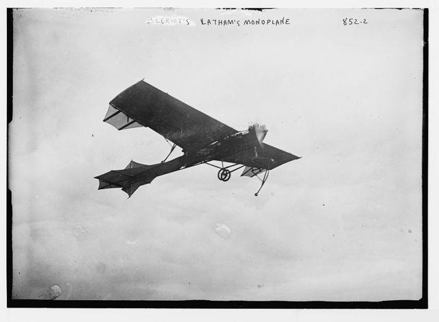 Bleriot-Latham monoplane, in flight