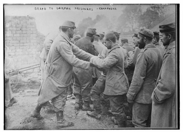 Bread to German prisoners, Champagne