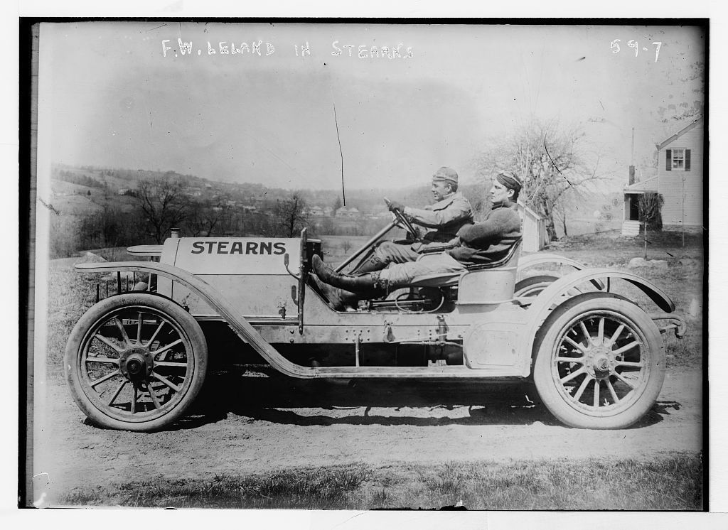 """Briarcliff Auto Race - F.W. Leland in his auto """"Stearns"""""""