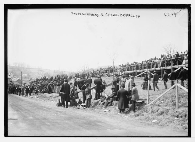 Briarcliff Auto Race - photographers and crowd