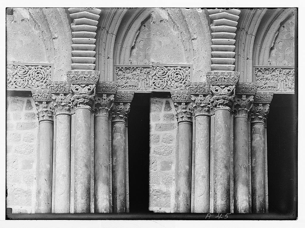 Church of the Holy Sepulchre and surroundings. Capitals over the pillars to the right