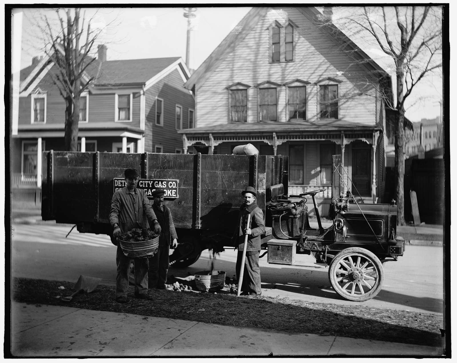Coke delivery wagon and workers, Detroit City Gas Co., Mich.