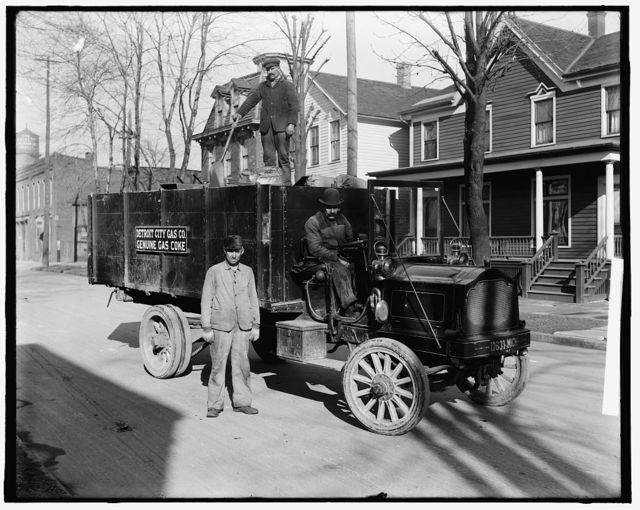 [Coke delivery wagon and workers, Detroit City GasCompany, Mich.]