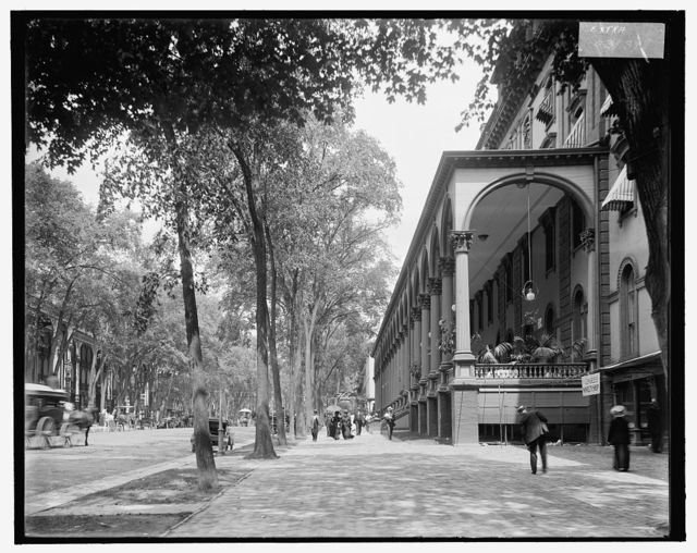 [Congress Hall and Broadway, Saratoga Springs, N.Y.]