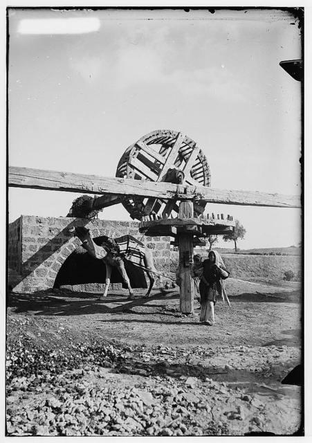 Costumes, characters, etc. Oriental irrigation wheel