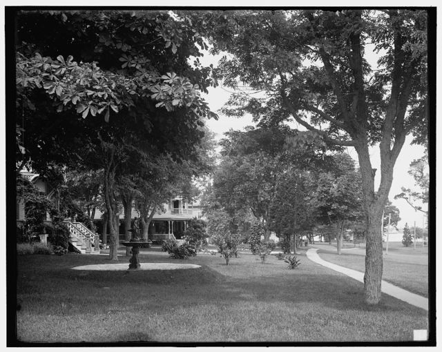 [Cottages along water front, Prospect Point, Shelter Island, N.Y.]