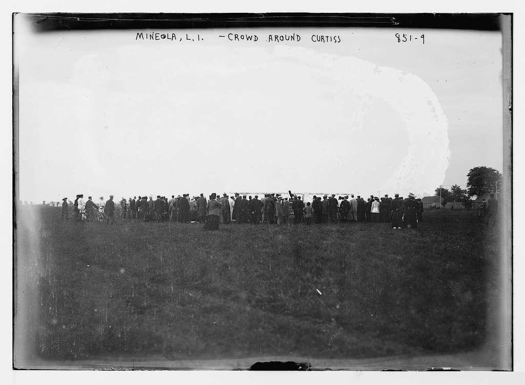 Crowd on field, around Curtiss and aeroplane, Mineola, L.I