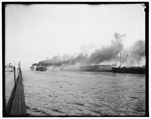 [Departing steamers,  Detroit & Cleveland Navigation Co. dock, Cleveland, Ohio]