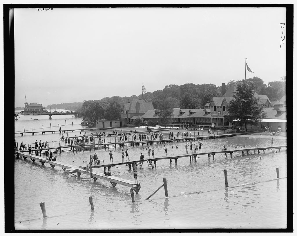 [Detroit, Mich., bath house, Belle Isle]