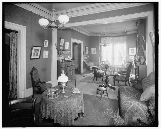 [Detroit, Mich., interior, 121 Henry St., sitting room]