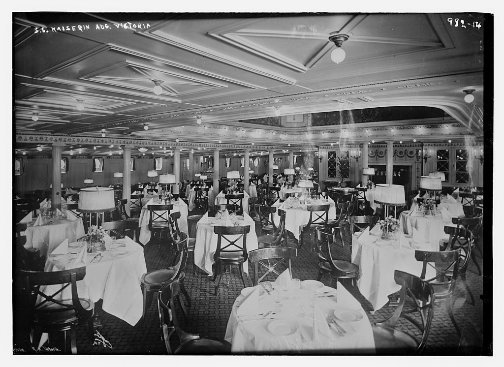 Dining room of the S.S. Kaiserin Aug. Victoria