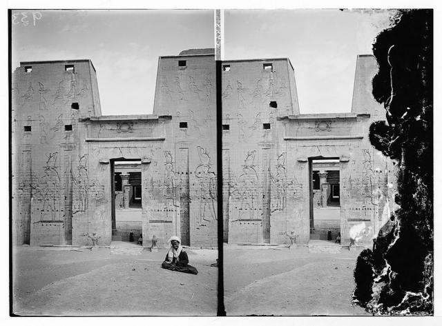 Egyptian views; Temple of Horus, Edfu. Entrance to temple