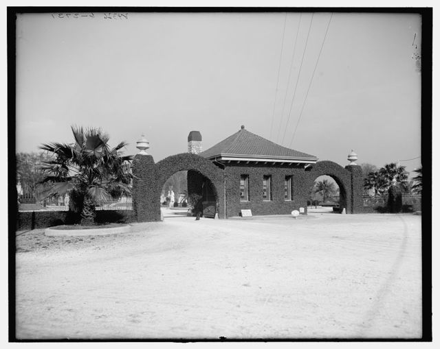 [Entrance to Metairie Cemetery, New Orleans, La.]