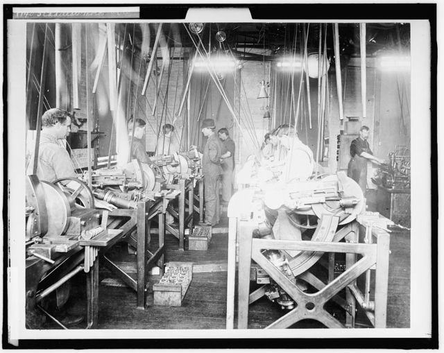 [Factory workers assembling engines at Leland & Faulconer Manufacturing Co., Detroit, Mich.]