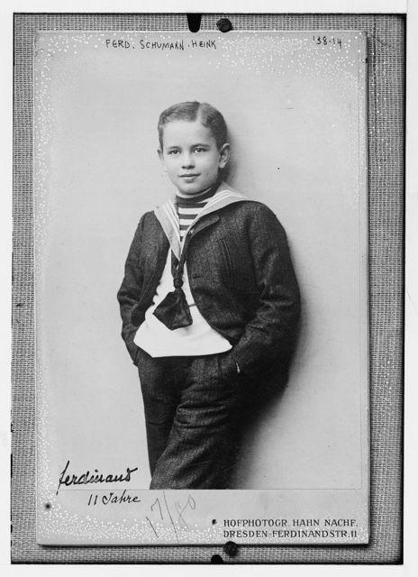 Ferd. Schumann - Heink, standing three-quarters, photo: Hahn Nachf., Dresden, Ferdinand Str. 11 / Hahn