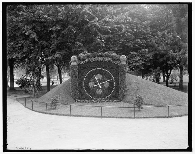 [Floral clock, Gladwin Park (Water Works Park), Detroit, Mich.]