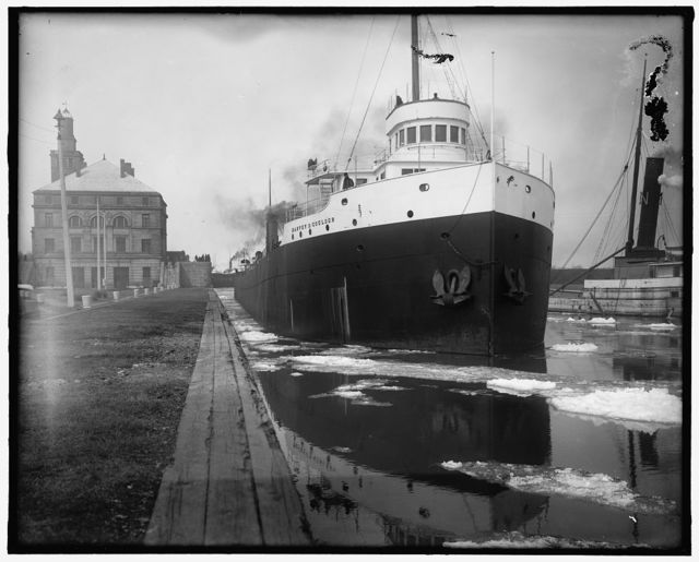 [Freighter Harvey D. Goulder in the locks]