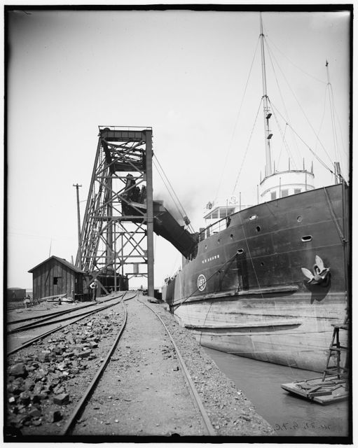 [Freighter W.W. Brown taking on coal, Cleveland, Ohio]