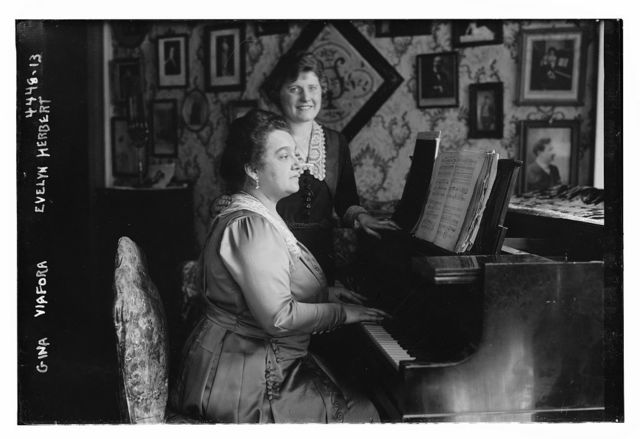 Gina Viafora, Evelyn Herbert