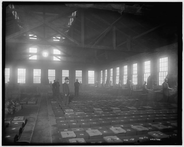 [Glazier Stove Company, moulding room, Chelsea, Mich.]