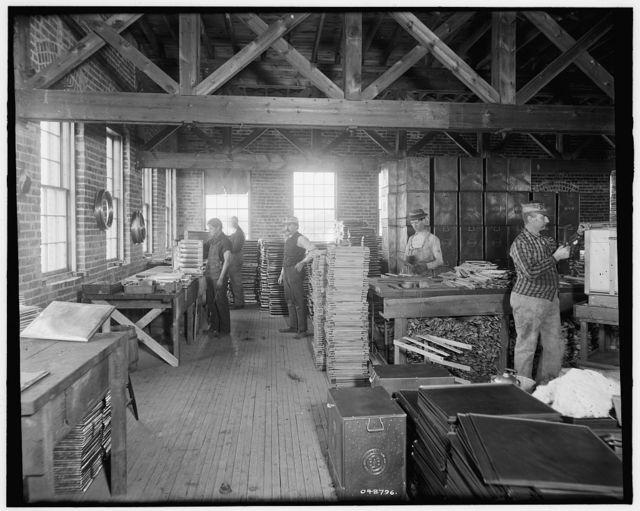 [Glazier Stove Company, oven room, Chelsea, Mich.]