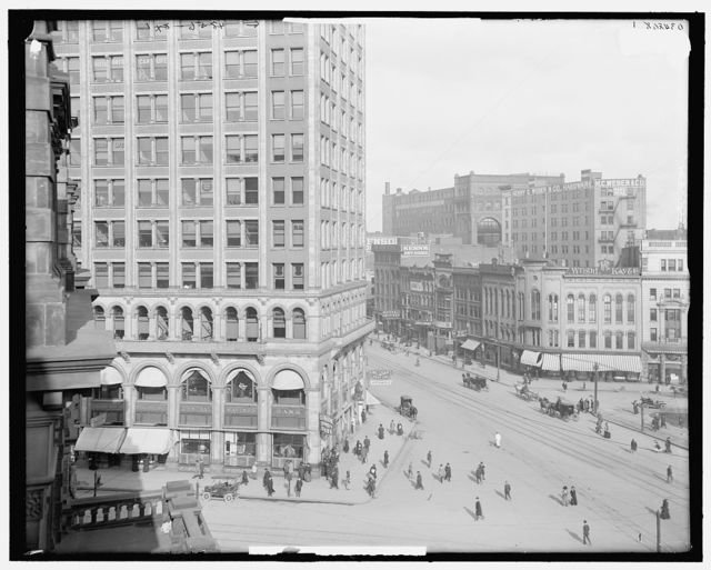 [Glimpse of Woodward Avenue, Detroit, Mich.]