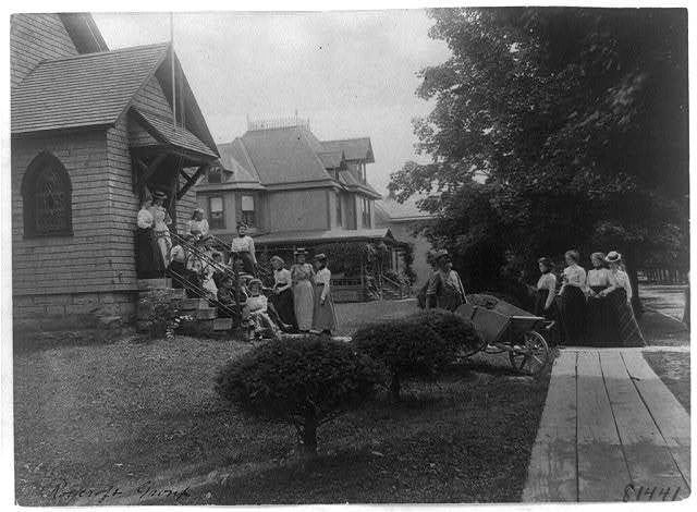 [Group of women and a few boys outside Roycroft shop, East Aurora, N.Y.]